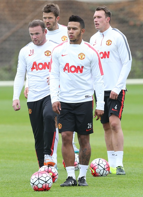 memphis depay wears during first manchester united. Black Bedroom Furniture Sets. Home Design Ideas