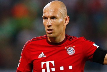 Bayern Munich's Arjen Robben dismisses transfer speculation amid Manchester United links