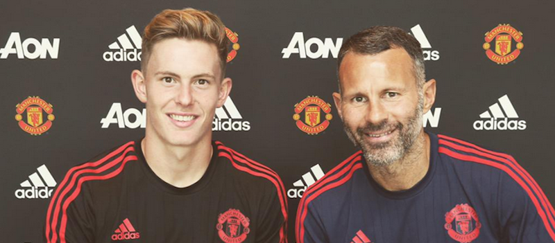 Dean Henderson signs new Manchester United contract