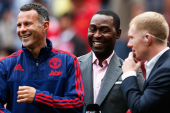 Video: Giggs hits Scholes with pass during BT Sport show