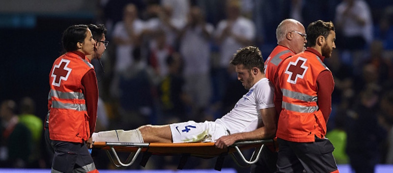 Michael Carrick leaves stadium on crutches after being stretchered off with new injury