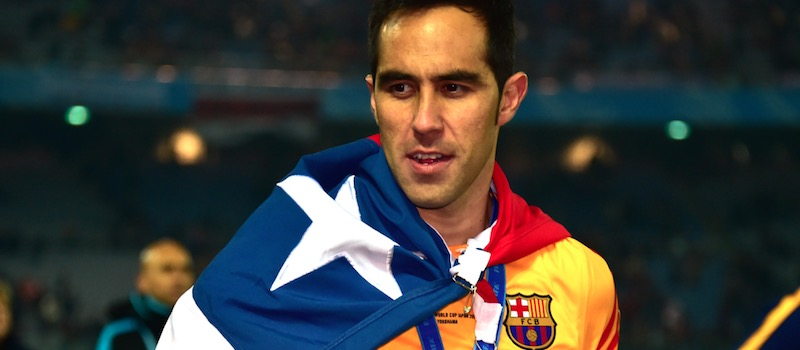 Manchester United interested in Barcelona's Claudio Bravo – report