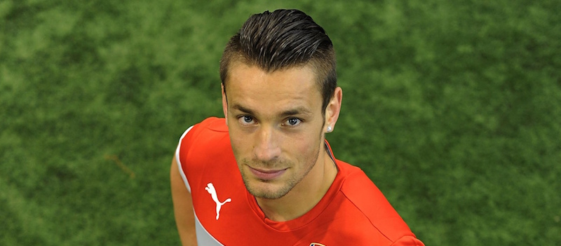 Arsenal's Mathieu Debuchy moves to Bordeaux on loan