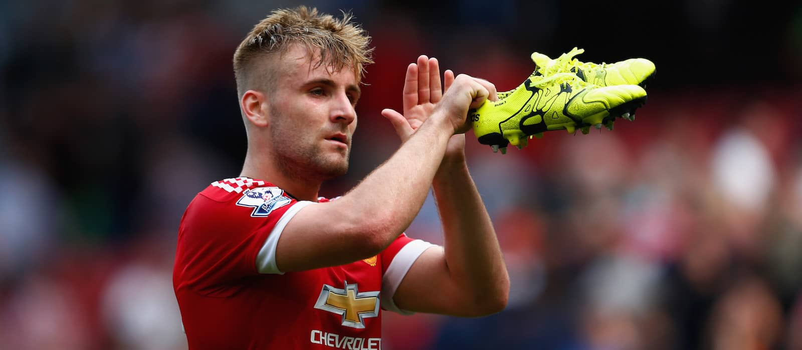 Luke shaw showing he 2019s all man united after indulging on some twitter banter at the expense of rival fans