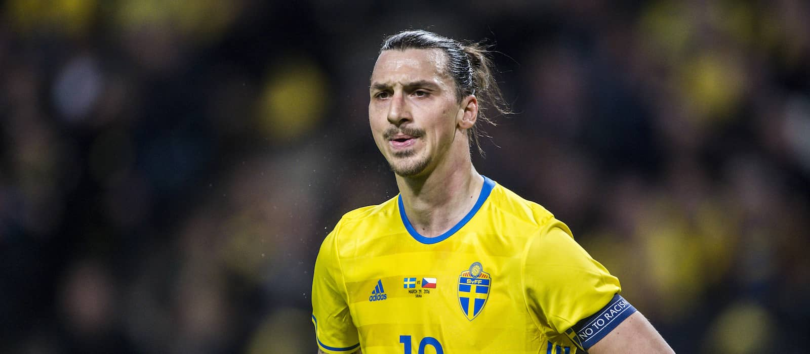 Video: Zlatan Ibrahimovic grins when asked about a Manchester United offer