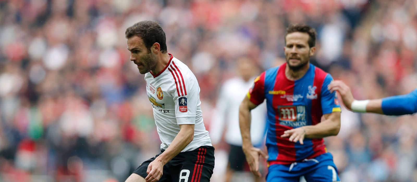 Manchester United players want Juan Mata to remain at the club – report