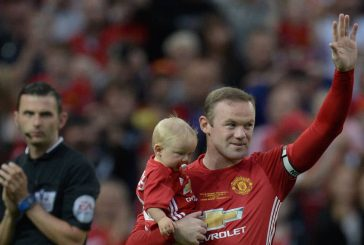 Diego Forlan: Wayne Rooney criticism at Manchester United is unfair