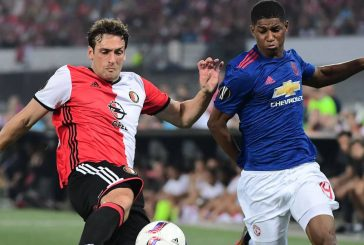 Andy Cole gives Marcus Rashford some advice at Manchester United
