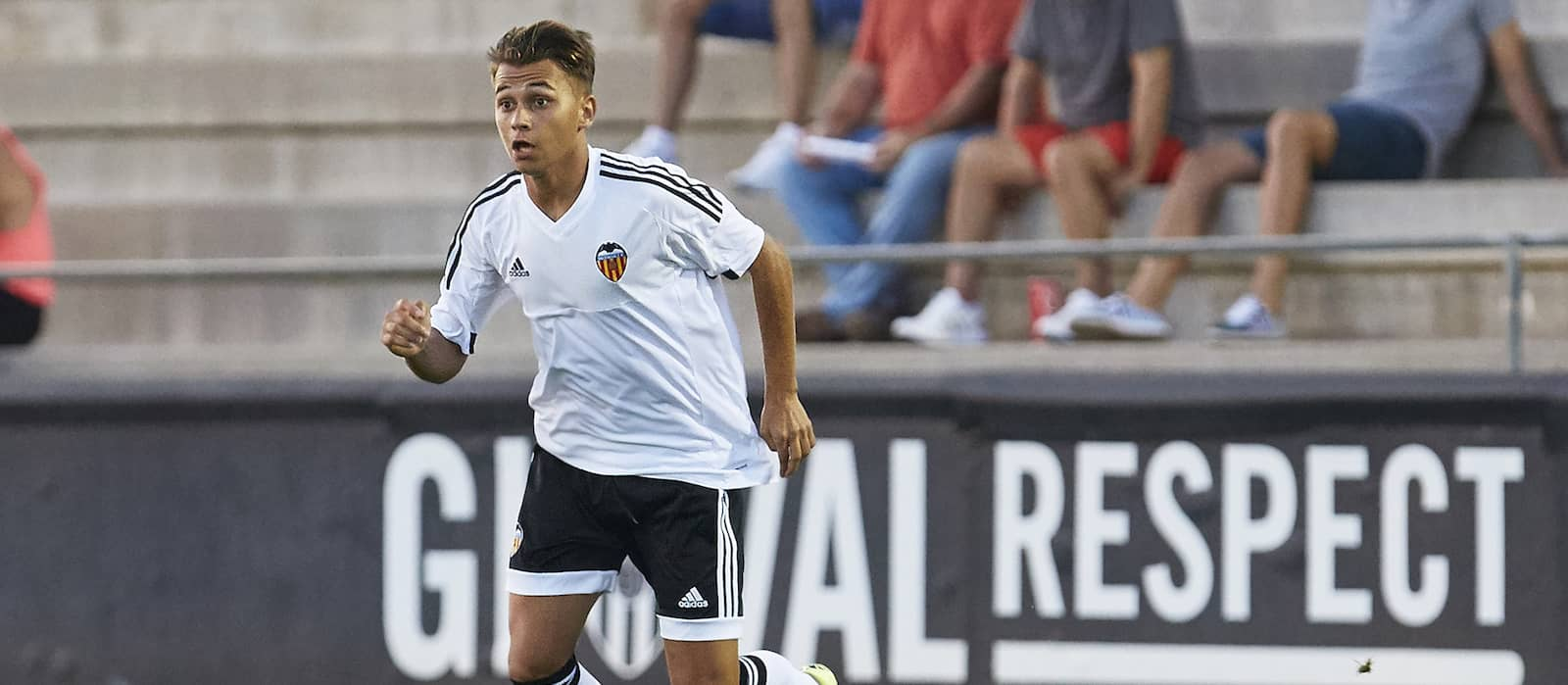 Manchester United want to sign Valencia midfielder Fran Villalba – report
