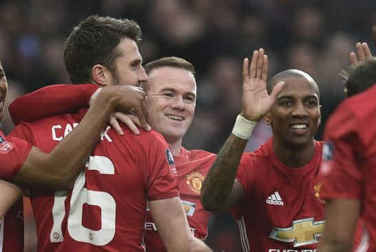 Michael Carrick signs Manchester United contract extension