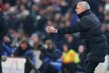 Jose Mourinho walks out from interview after criticising reporter following Hull City draw