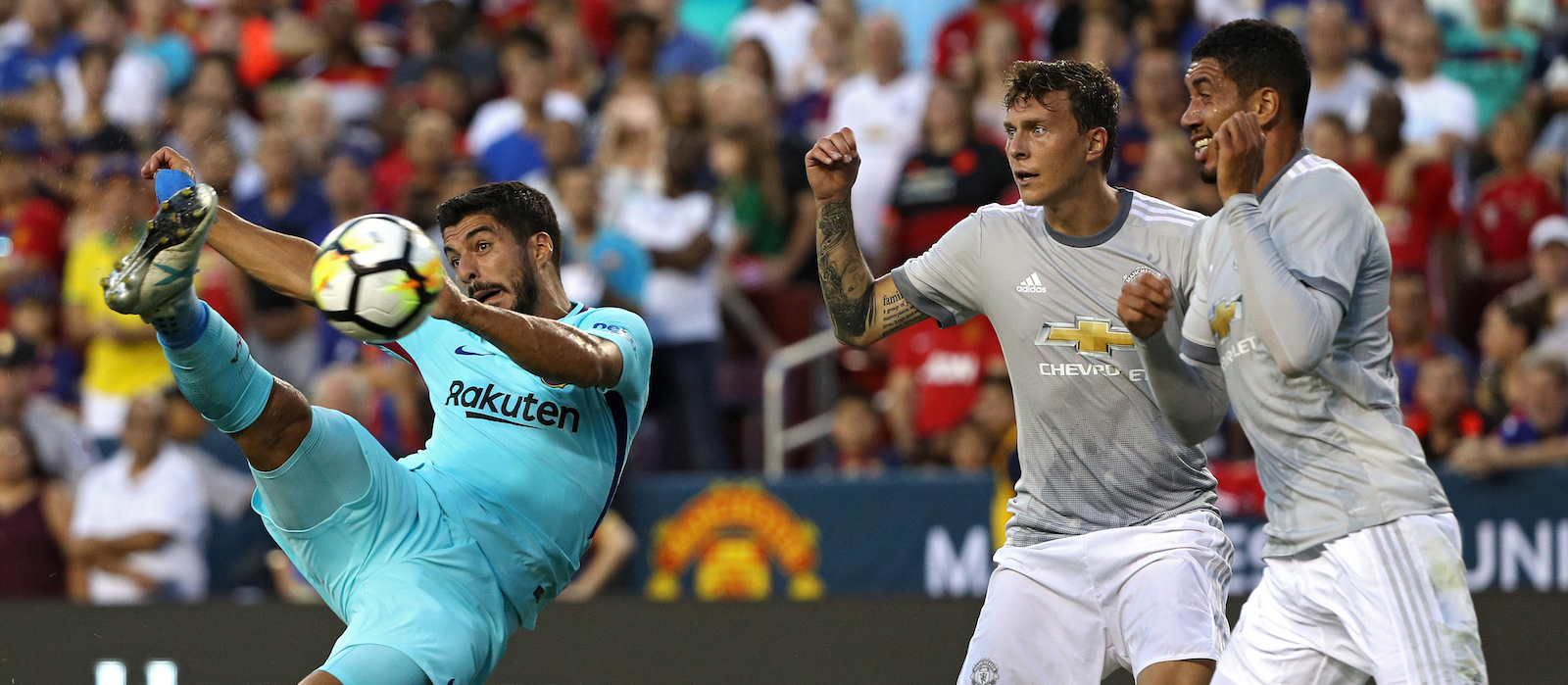 Manchester United fans disappointed with Victor Lindelof's performance against Barcelona