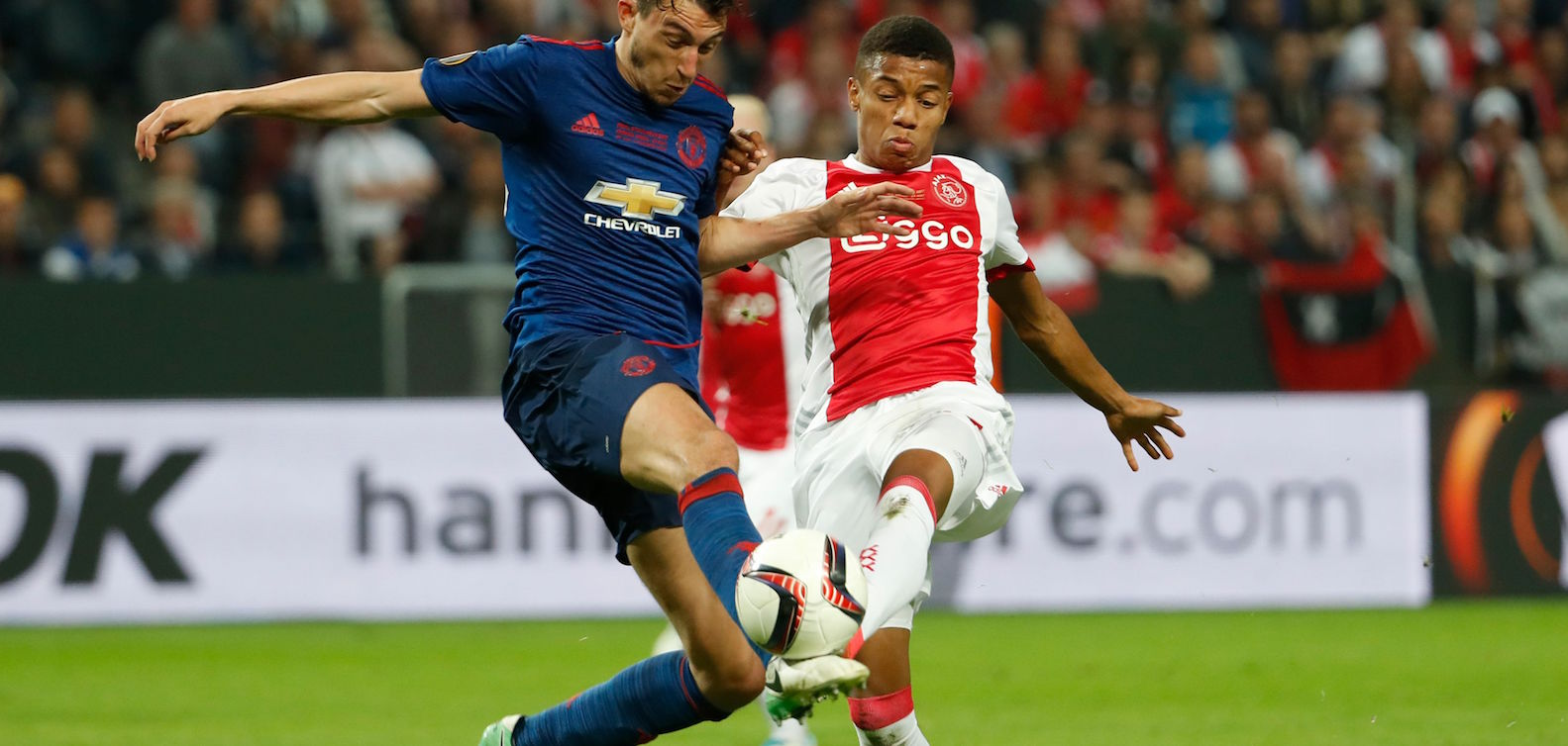 Manchester United hope to swap Matteo Darmian with Alex Sandro this summer: report