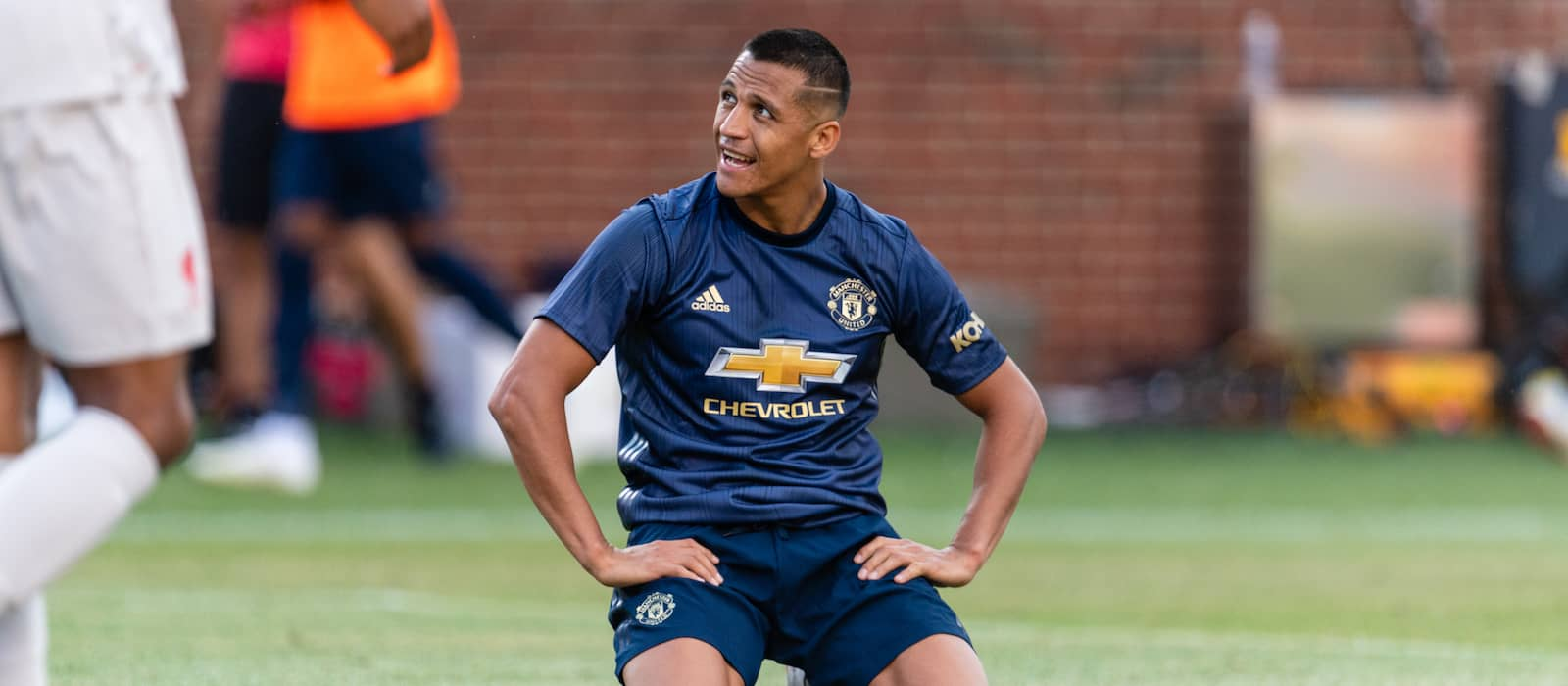 Photo: Alexis Sanchez in excellent spirits on return to Manchester United training