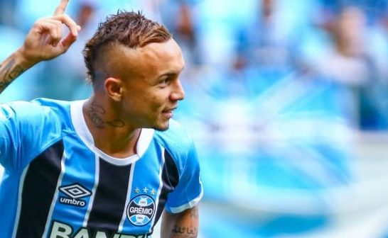Manchester United target Everton Soares open to summer move