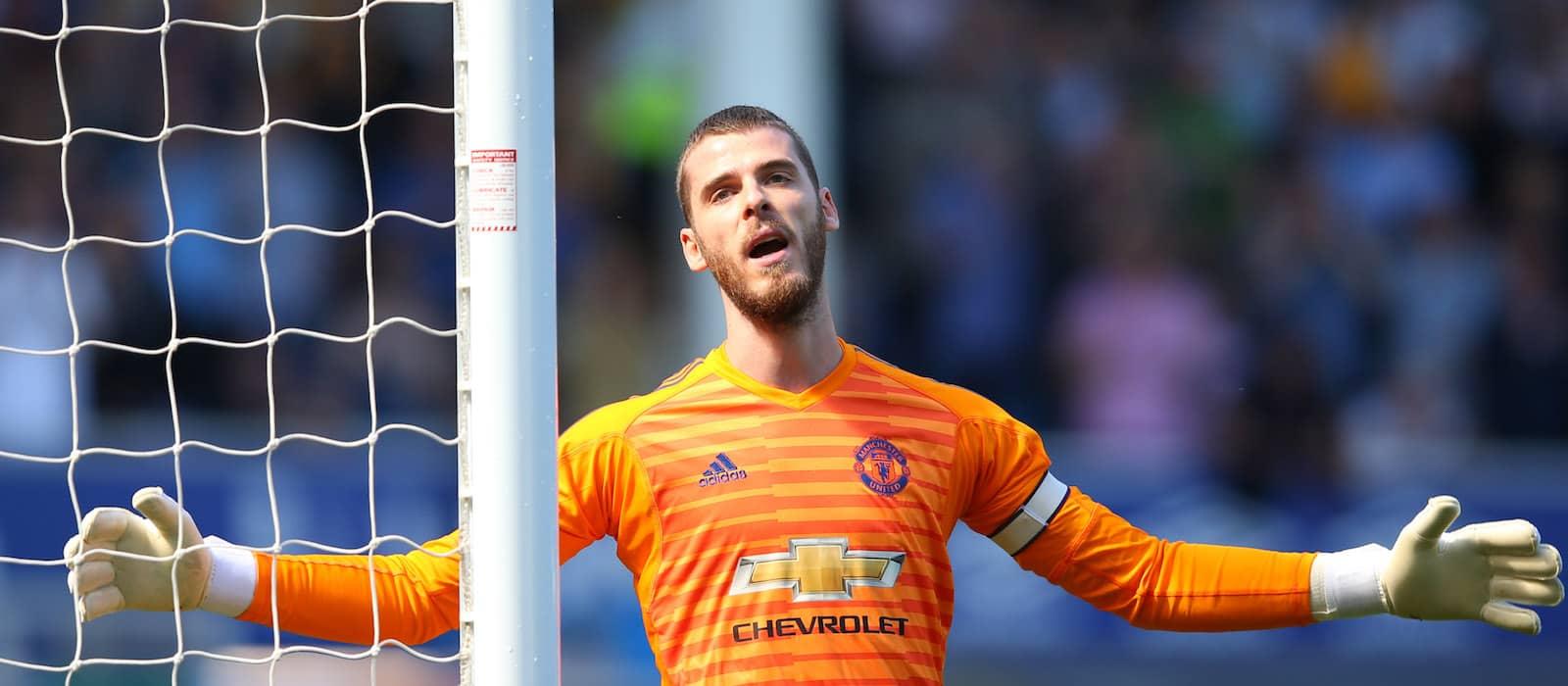 Manchester United fans in despair after David de Gea suffers groin injury
