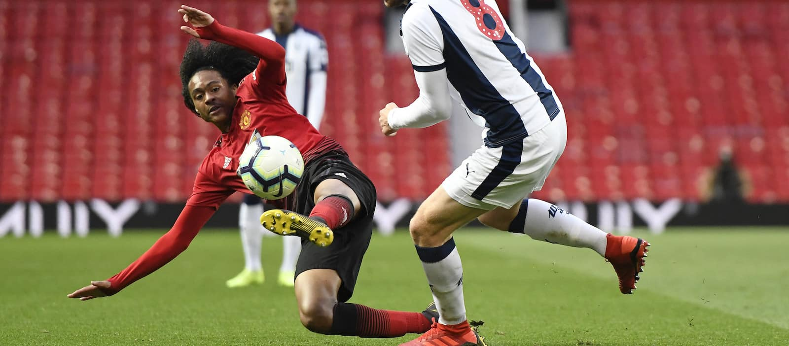 Werder Bremen confirm talks over Tahith Chong loan deal
