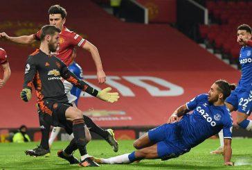 Fans furious with David de Gea after Everton errors