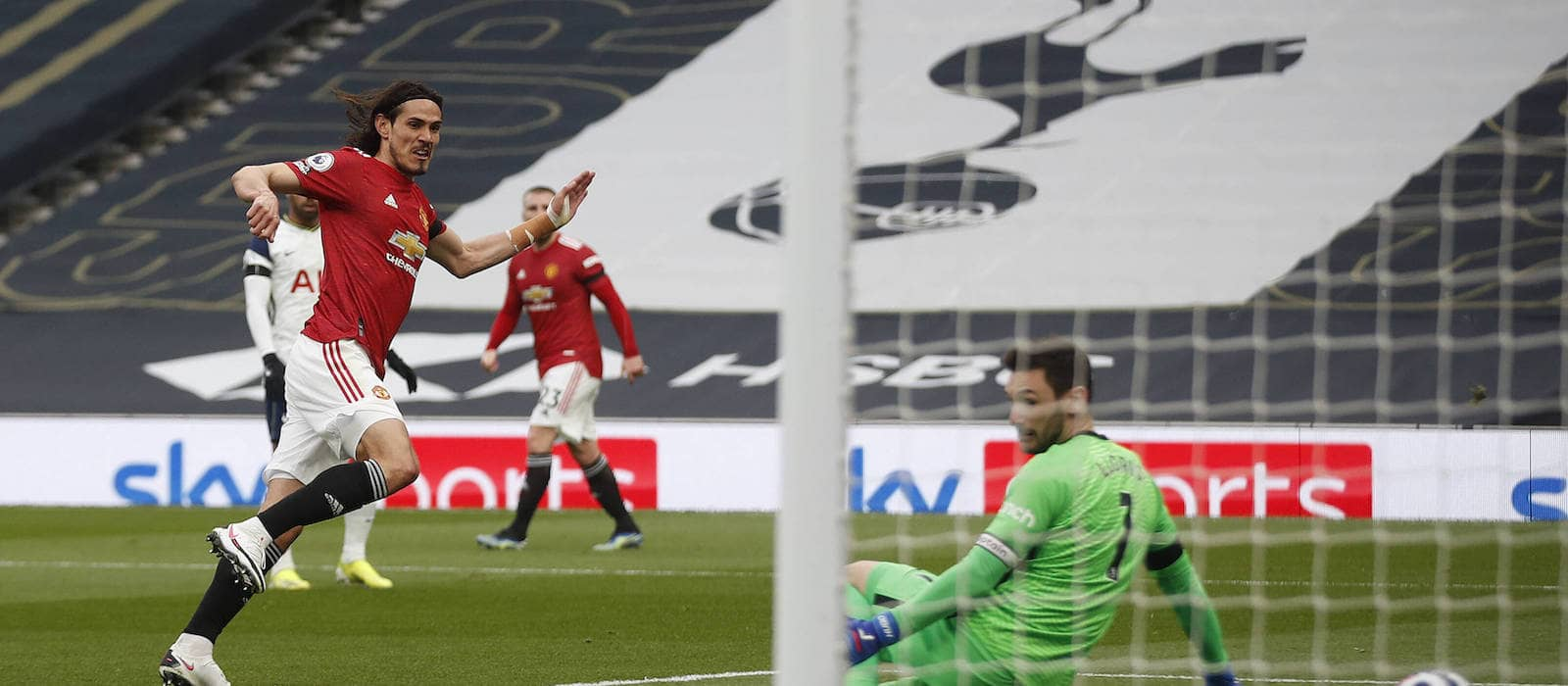 Edinson Cavani reminds Manchester United how good he is vs Tottenham Hotspur